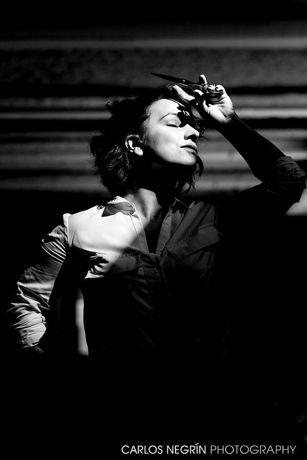 retrato artístico de mujer en blanco y negro, Carlos Negrín Photographer
