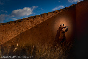 retrato artístico en exteriores con flash de relleno